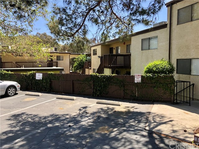 17847 Beneda Lane, Canyon Country CA: http://media.crmls.org/mediascn/3d888eb4-8048-4a5b-b4da-b63ffa52ea92.jpg