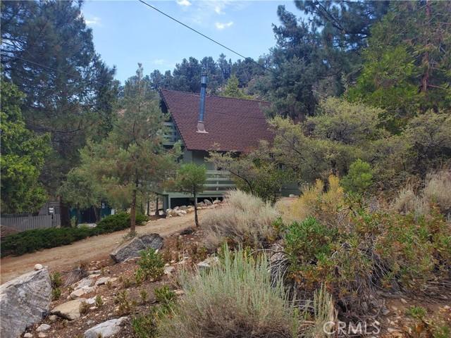 2056 Woodland Drive, Pine Mountain Club CA: http://media.crmls.org/mediascn/3dd09b97-0952-40b3-8796-6062d455c822.jpg