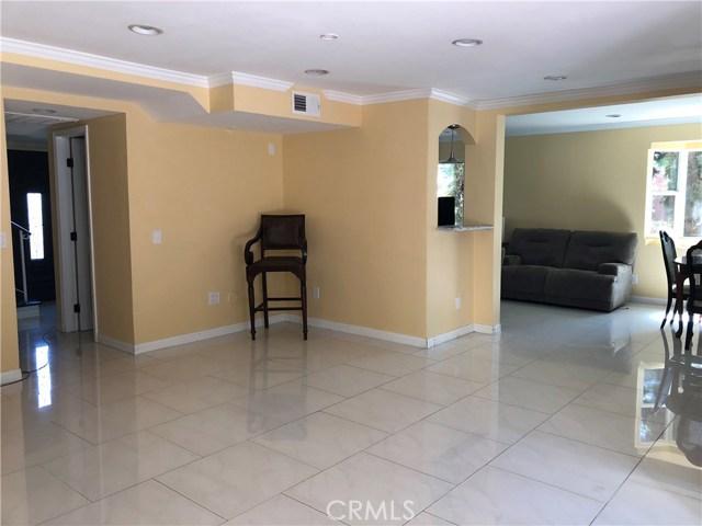 24526 Calvert Street, Woodland Hills CA: http://media.crmls.org/mediascn/3e042cf3-b973-4513-90f7-ea399f8e679d.jpg
