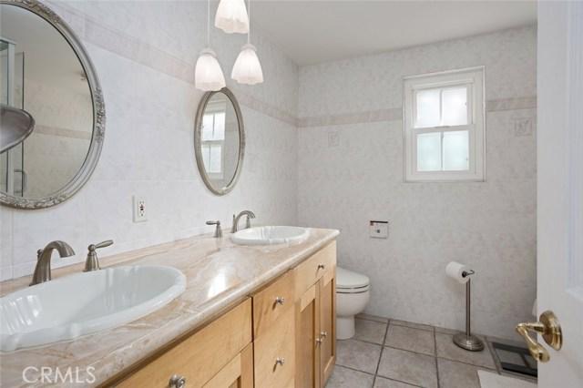 4740 Dunman Avenue, Woodland Hills CA: http://media.crmls.org/mediascn/3e227a62-c71e-4ea4-a0a5-fa9514e0c6a5.jpg