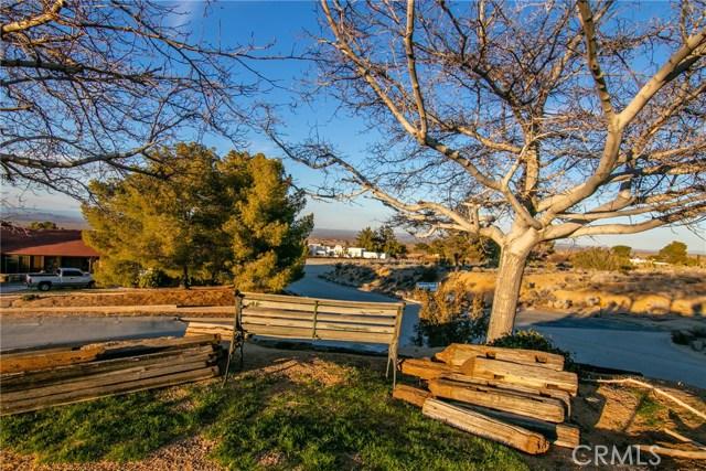 15648 Cypress Point Avenue, Llano CA: http://media.crmls.org/mediascn/3e6765a4-5598-4ccb-8138-0632836ac9b7.jpg