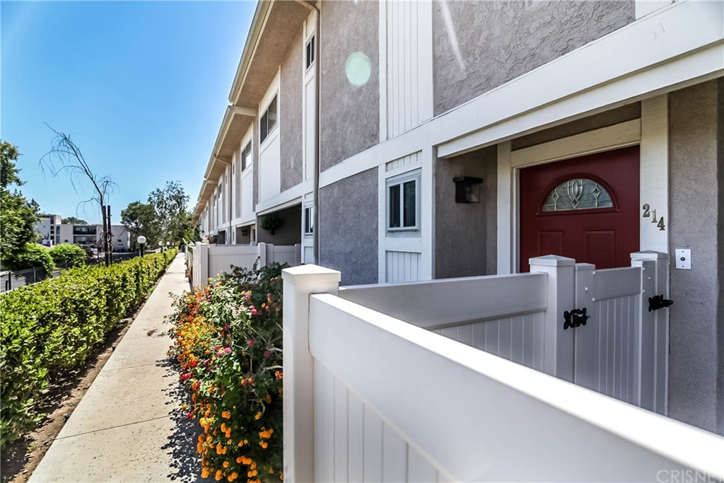 10159 DE SOTO Avenue 214, Chatsworth, CA 91311