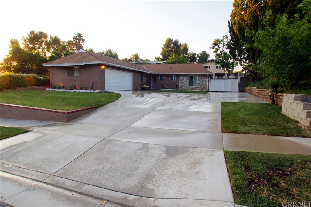Property for sale at 18809 Cedar Valley Way, Newhall,  CA 91321
