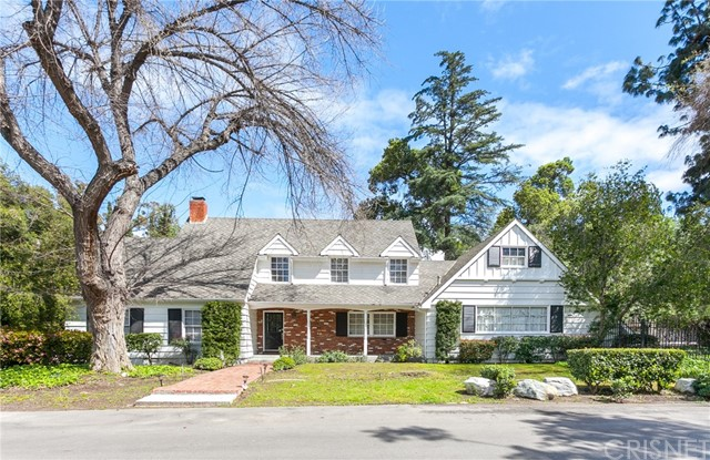 Photo of 19939 Wells Drive, Woodland Hills, CA 91364