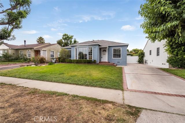 6550 Mclennan Avenue, Lake Balboa CA: http://media.crmls.org/mediascn/3f1ea97d-575d-4f81-9fb1-c647b93e4453.jpg