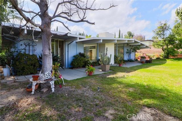 12662 Jimeno Avenue, Granada Hills CA: http://media.crmls.org/mediascn/3f2d75a8-6d4d-45a9-b076-068f16ba431a.jpg