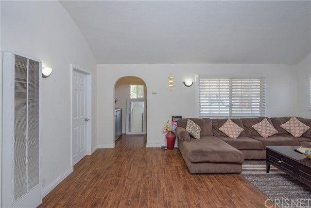 14654 Erwin Street, Van Nuys CA: http://media.crmls.org/mediascn/3f4b809d-f363-43cf-a655-51cde6133fd8.jpg