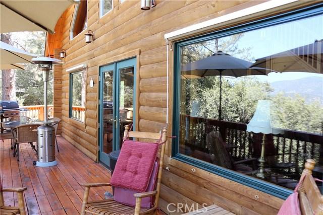 15817 Edgewood Way, Pine Mtn Club CA: http://media.crmls.org/mediascn/3f523826-3848-433f-930e-737ed09447fa.jpg