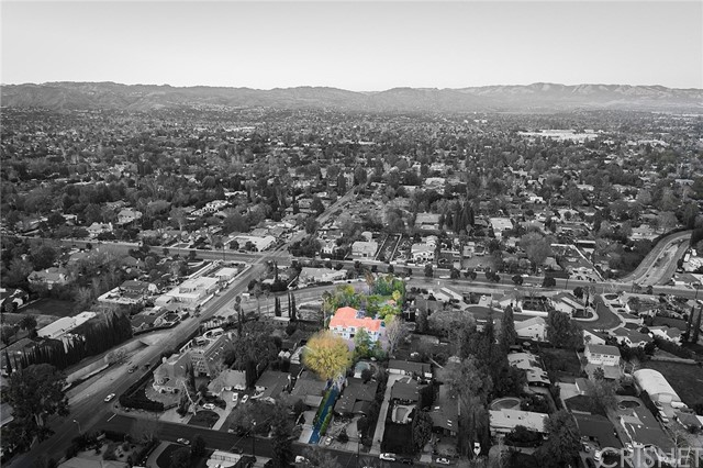 23135 Dolorosa Street, Woodland Hills CA: http://media.crmls.org/mediascn/3f6fdd35-c6f1-45f1-8943-c9bc4d99c591.jpg