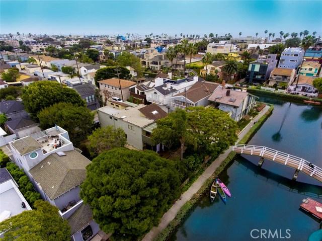 214 Sherman Canal, Venice CA: http://media.crmls.org/mediascn/3fa532f4-8411-41ee-b13b-0821df61a0ce.jpg