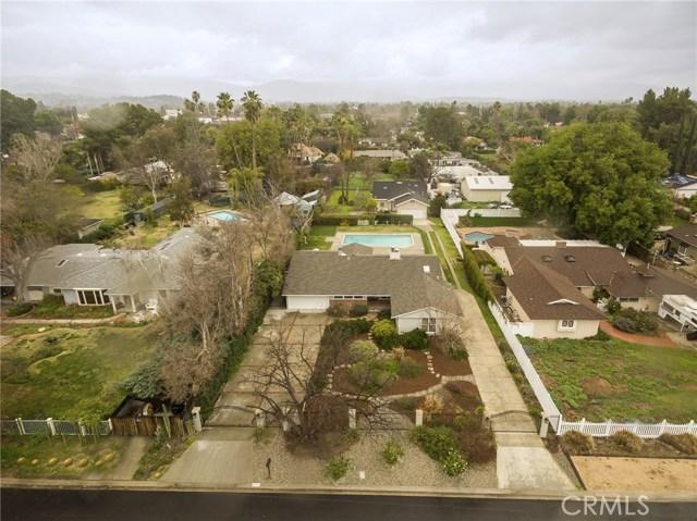 22715 Calvert Street, Woodland Hills, CA 91367