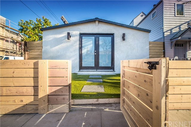 Single Family Home for Sale at 754 Navy Street Santa Monica, California 90405 United States