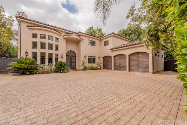 Single Family Home for Sale at 22858 Collins Street 22858 Collins Street Woodland Hills, California 91367 United States