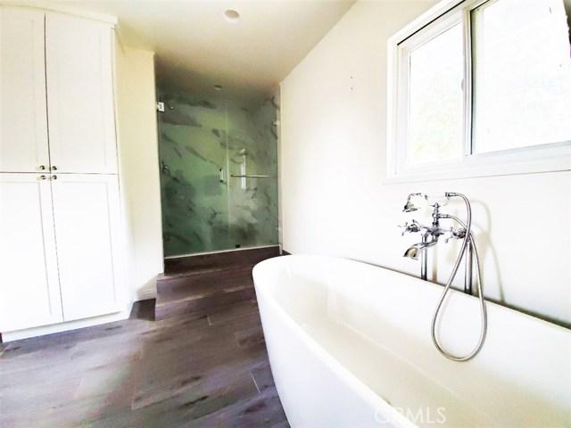 23230 Ladrillo Street, Woodland Hills CA: http://media.crmls.org/mediascn/3ff7e224-9d9b-4420-a603-70f45ed0ef24.jpg