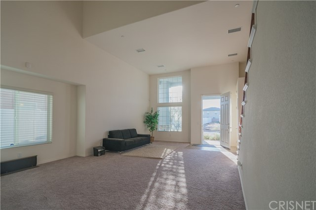 Additional photo for property listing at 43740 Verella Court  Lancaster, California 93536 Estados Unidos