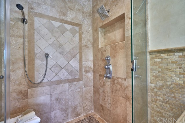 22137 Avenue San Luis, Woodland Hills CA: http://media.crmls.org/mediascn/3ffda291-0317-42b2-b132-c2d66f30a09f.jpg