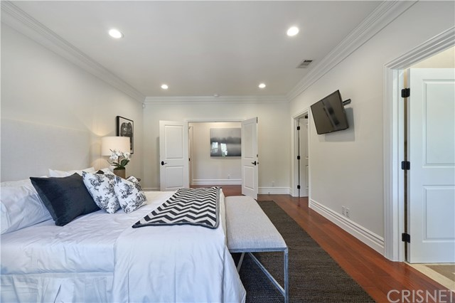 22137 Avenue San Luis, Woodland Hills CA: http://media.crmls.org/mediascn/401501f1-906c-4458-a433-5d5f48567a07.jpg