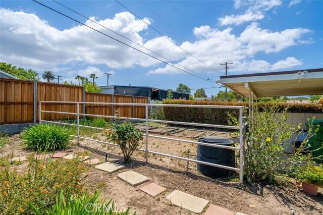 1408 Strawberry Hill Road, Thousand Oaks CA: http://media.crmls.org/mediascn/4052d8db-ea07-41d0-a766-9a6ff86c7e16.jpg