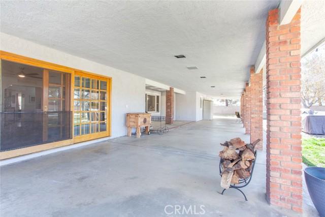 42411 27th W Street, Lancaster CA: http://media.crmls.org/mediascn/40c290ef-03f9-425b-b8e3-d116ecfd822a.jpg
