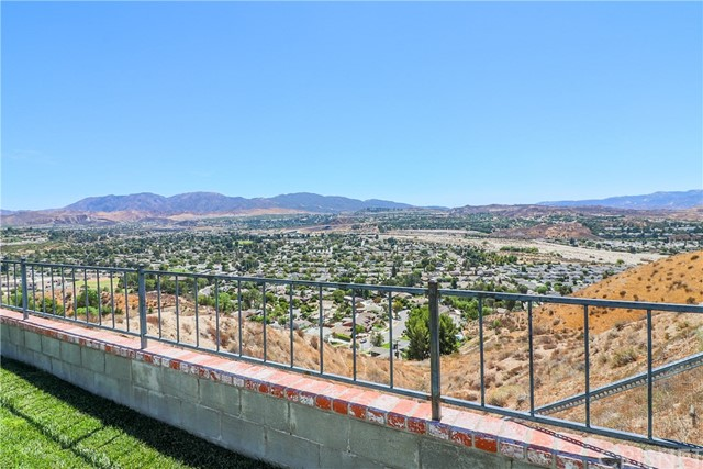 19602 Aldbury Street, Canyon Country CA: http://media.crmls.org/mediascn/40d42574-8f40-41d6-a94b-96eea6262324.jpg