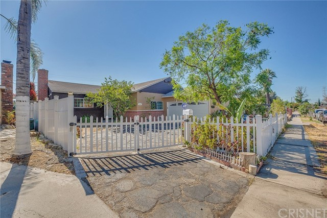 8240 Beeman Avenue, North Hollywood CA: http://media.crmls.org/mediascn/40ef002f-f662-4916-82c5-3000e99595dc.jpg