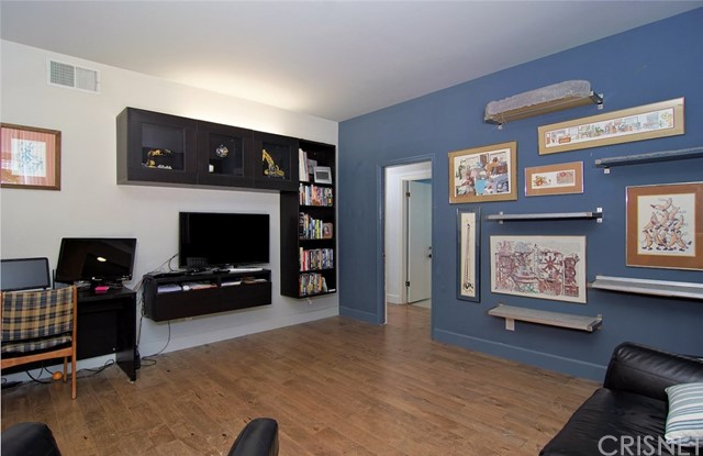 4419 Da Vinci Avenue, Woodland Hills CA: http://media.crmls.org/mediascn/41724432-c7b5-4306-8504-7c0389d6b7e0.jpg
