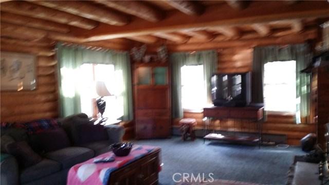 1901 Bernina Drive, Pine Mtn Club CA: http://media.crmls.org/mediascn/41989bfd-1176-4426-8eb2-c330916b8646.jpg