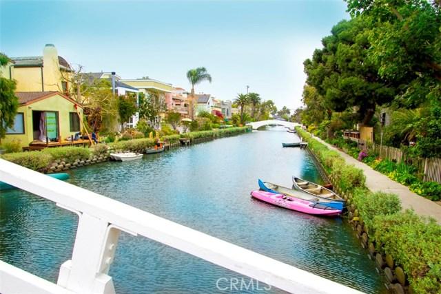 214 Sherman Canal, Venice CA: http://media.crmls.org/mediascn/41ba4a70-8f99-46c0-91fe-628cb42f1982.jpg