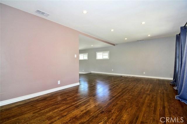 6531 Hanna Avenue, Woodland Hills CA: http://media.crmls.org/mediascn/41bb1d2b-457a-4659-ae4f-5aef8f977b64.jpg