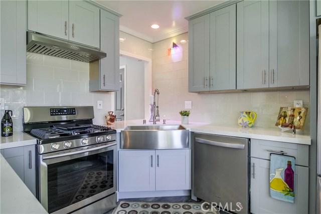 10426 Yolanda Avenue, Northridge CA: http://media.crmls.org/mediascn/41ddbe09-8e00-49d4-ac8b-35b1f3e4c10b.jpg