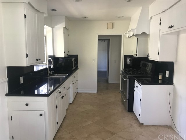 8500 White Oak Avenue Northridge, CA 91325 - MLS #: SR18026360