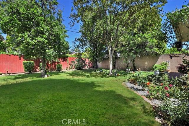5825 Lemona Avenue, Sherman Oaks CA: http://media.crmls.org/mediascn/420f0828-c467-4d53-b957-4499e793da03.jpg