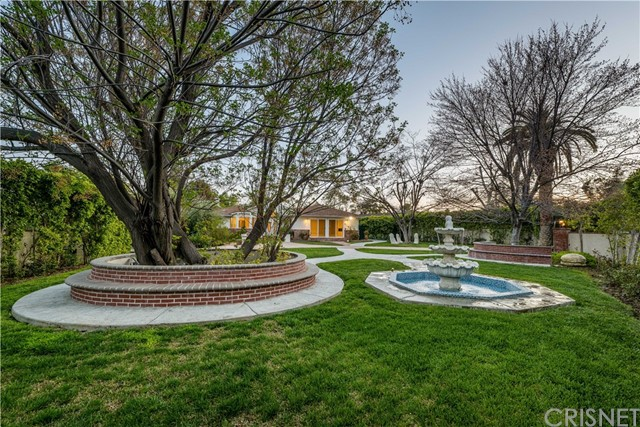 Photo of 23202 Oxnard Street, Woodland Hills, CA 91367