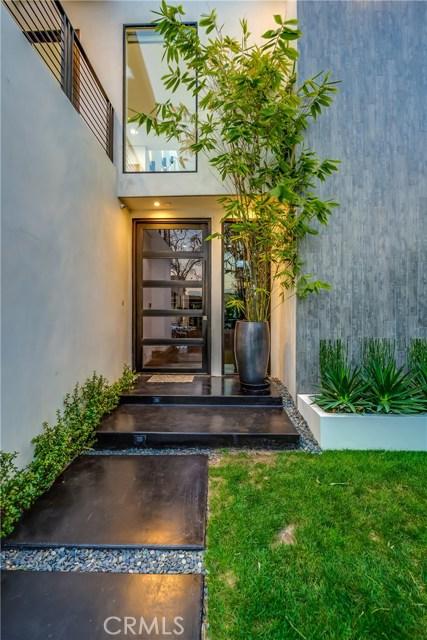 823 N Mansfield Avenue, Hollywood CA: http://media.crmls.org/mediascn/422cc2a7-e88f-457a-8b97-346a850e86f0.jpg
