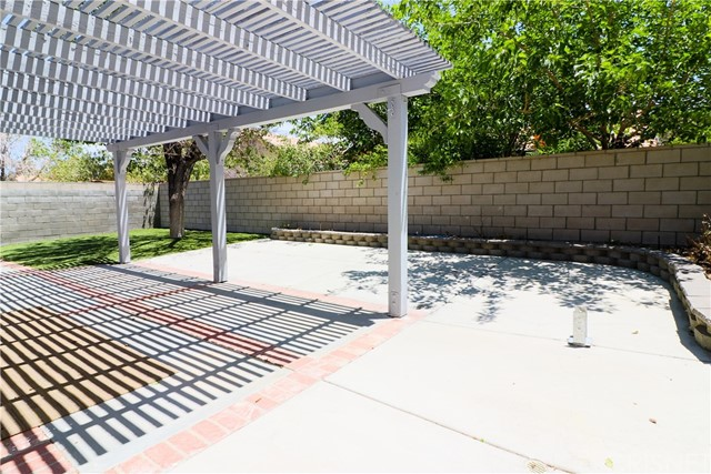 36862 Westgate Drive, Palmdale CA: http://media.crmls.org/mediascn/4239d307-7c82-4990-aa2d-1899e0d2db10.jpg