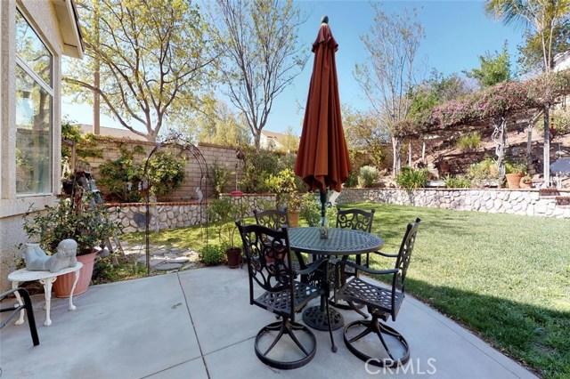 23811 Foxwood Court, Valencia CA: http://media.crmls.org/mediascn/428715ea-d246-4efc-8b27-826cdac7e6de.jpg