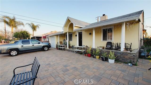 11154 Archwood Street, North Hollywood CA: http://media.crmls.org/mediascn/428adfc9-f3de-4245-a2f8-dd7a060e7951.jpg