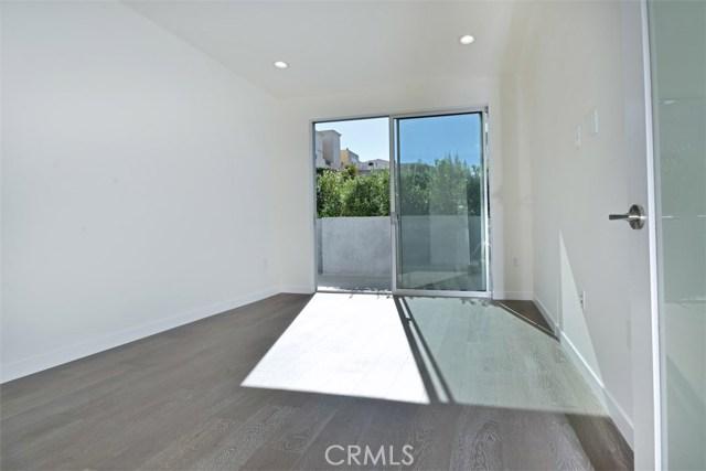 12045 Guerin Street, Studio City CA: http://media.crmls.org/mediascn/428c6fe6-cd1a-467a-ba60-47e5df0b7685.jpg