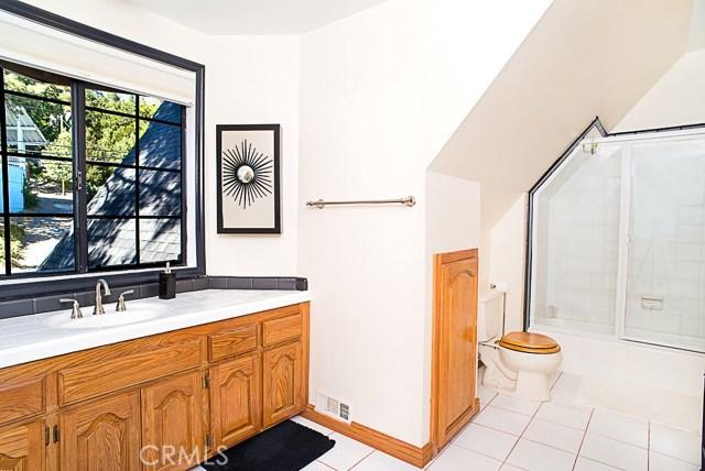 Additional photo for property listing at 27311 Peninsula Drive  Lake Arrowhead, California 92352 Estados Unidos
