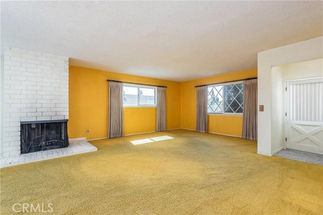 11702 Monogram Avenue, Granada Hills CA: http://media.crmls.org/mediascn/433352df-0388-4402-90c2-40e0c6cb1626.jpg