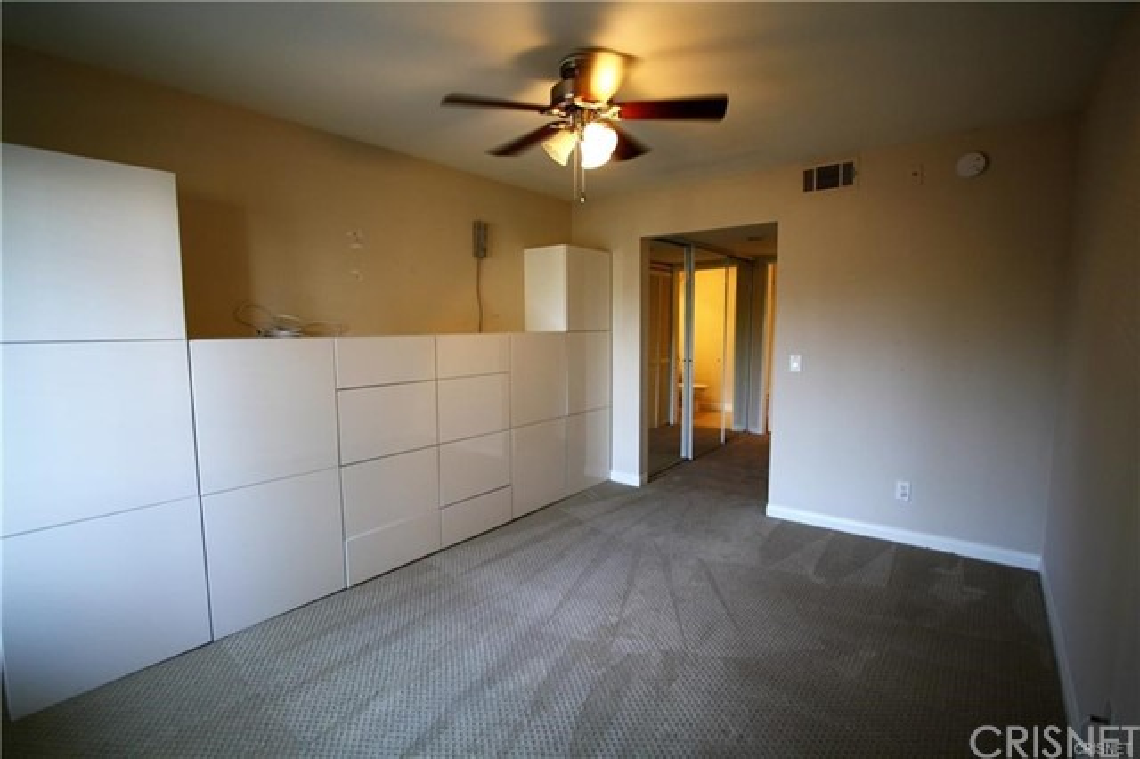 5545 Canoga Avenue, Woodland Hills CA: http://media.crmls.org/mediascn/4376d635-f9cf-4706-9b08-c8e255aa0d6b.jpg
