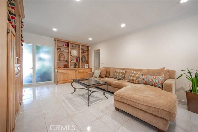 9524 Texhoma Avenue, Northridge CA: http://media.crmls.org/mediascn/4392a5e5-38d3-4fb8-9ad5-abb7cc196fd0.jpg
