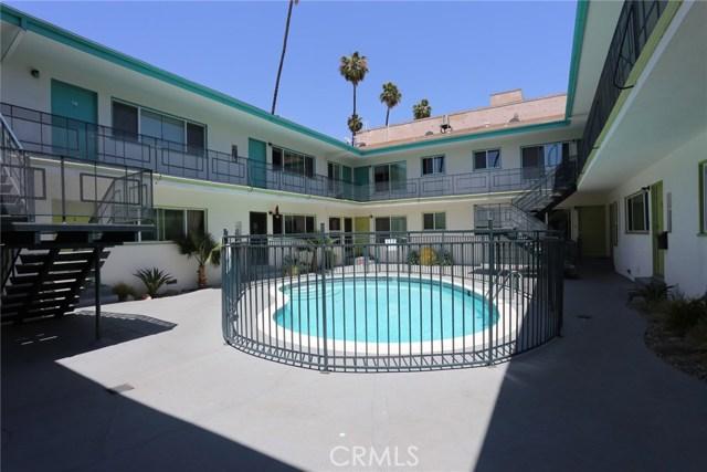 400 S Mariposa Avenue, Hollywood CA: http://media.crmls.org/mediascn/43a5b75c-59e9-4a2a-b5a0-99c7aafa866b.jpg