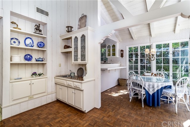 5201 Collier Place, Woodland Hills CA: http://media.crmls.org/mediascn/43b6c4ae-dd98-4c4b-9a0e-953a4bf7f97e.jpg