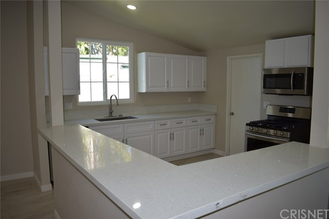 19006 Calla Way, Canyon Country CA: http://media.crmls.org/mediascn/43bad306-9d8a-42e7-9daa-84280728976b.jpg