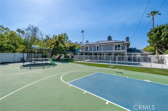 6140 Fenwood Avenue, Woodland Hills CA: http://media.crmls.org/mediascn/43f54d41-225d-4214-b981-7de67ff1484d.jpg