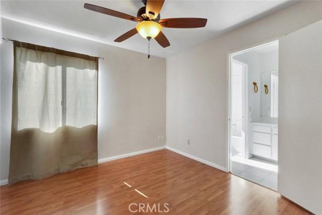 44222 Lively Avenue, Lancaster CA: http://media.crmls.org/mediascn/440f8a46-b71c-468b-81f0-d4341a321838.jpg
