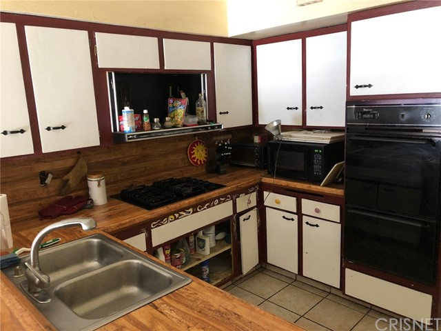 19603 Steinway Street, Canyon Country CA: http://media.crmls.org/mediascn/44306ffb-f843-4c6b-b1bf-e72f8d507e56.jpg