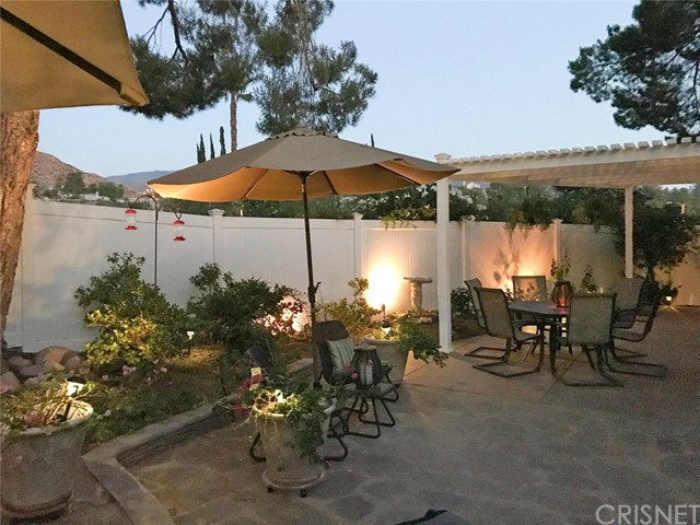 29638 Grandifloras Road, Canyon Country CA: http://media.crmls.org/mediascn/444b6e24-142c-4a97-af3d-bae70c332334.jpg