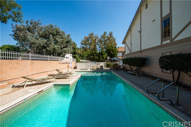 18319 Collins Street Unit 6 Tarzana, CA 91356 - MLS #: SR18247019
